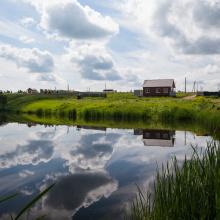 Купить участок в поселке с прудом