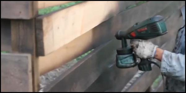 Нанесение защитного покрытия на забор